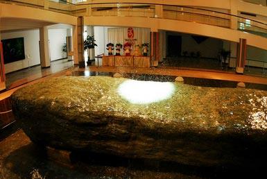 主体建筑分上下两层,设计上传承了瑞士洛桑奥林匹克博物馆的理念.