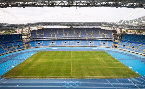 里约奥运体育场田径跑道五环标志完成